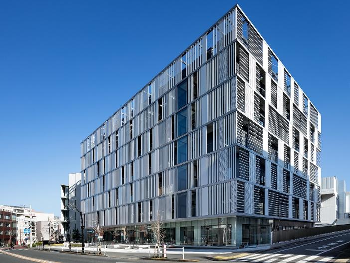 最新設備を備えた121号館が2020年4月完成。世界規模の研究活動の新拠点